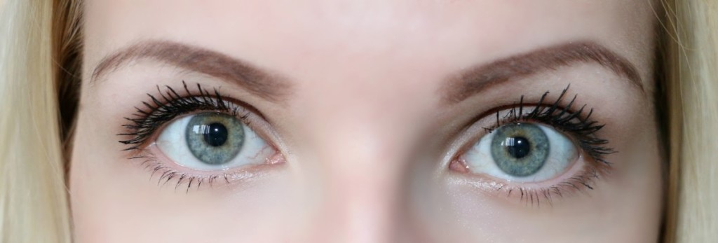Benefit Roller Lash Mascara Before and After