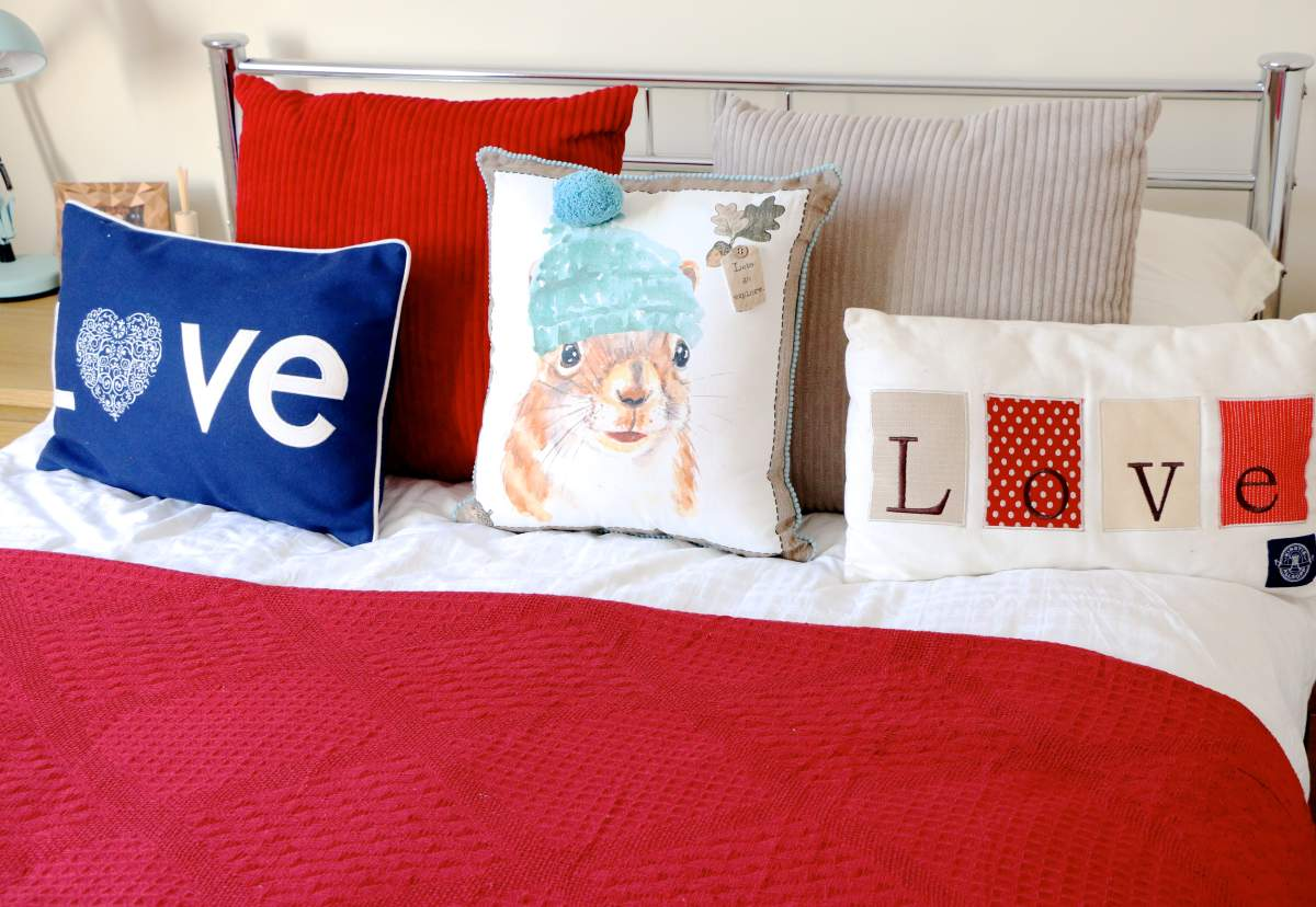 bedroom makeover autumn pillows