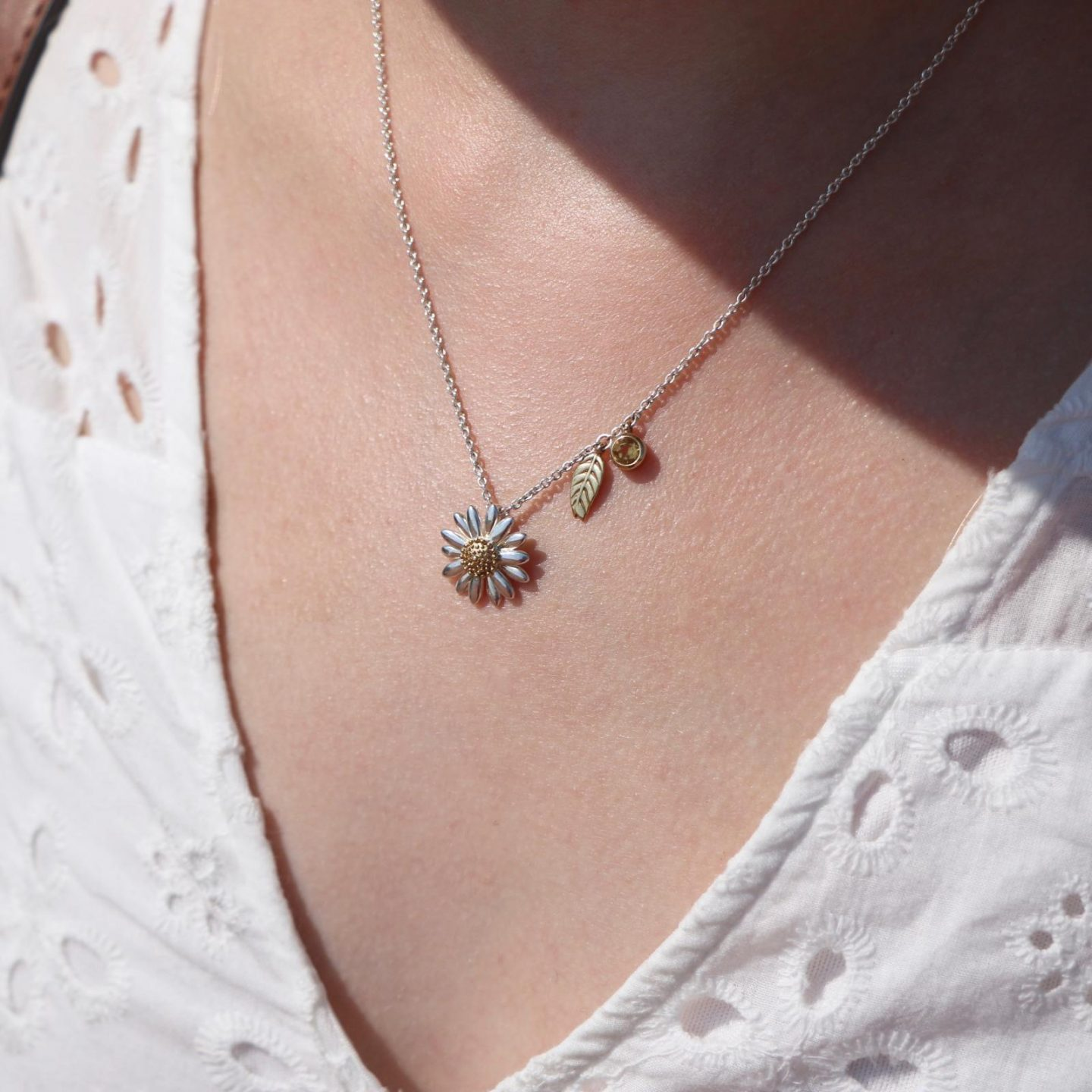 daisy silver necklace with leaf